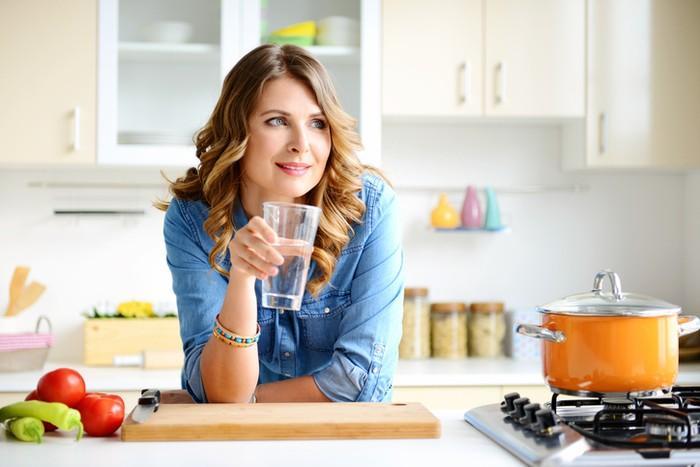 Ini Empat Bahaya bagi Kesehatan jika Langsung Minum Selesai Makan